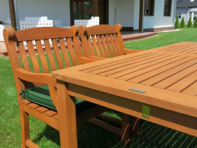 Zestaw ogrodowy (2 fotele Edinburgh + stół Dover + 2 ławki + poduchy PREMIUM)