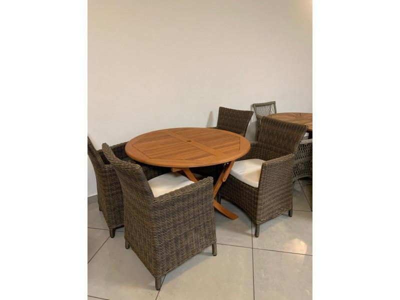 Zestaw 4 foteli z technorattanu ze stołem z eukaliptusa