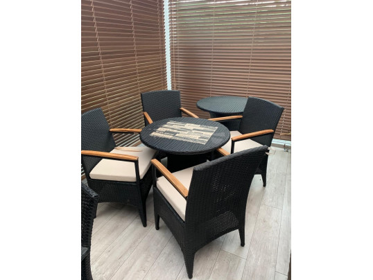 Zestaw 4 foteli z technorattanu ze stolikiem