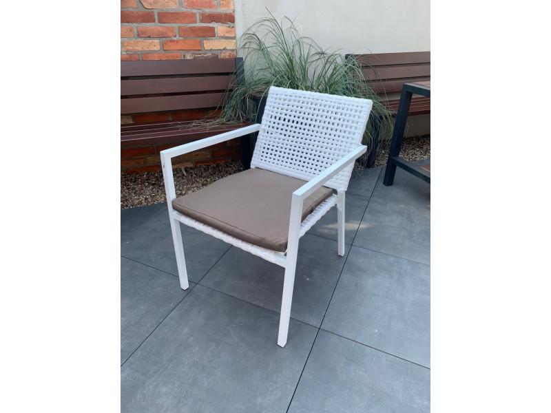 Fotel biały z poduszką z technorattanu