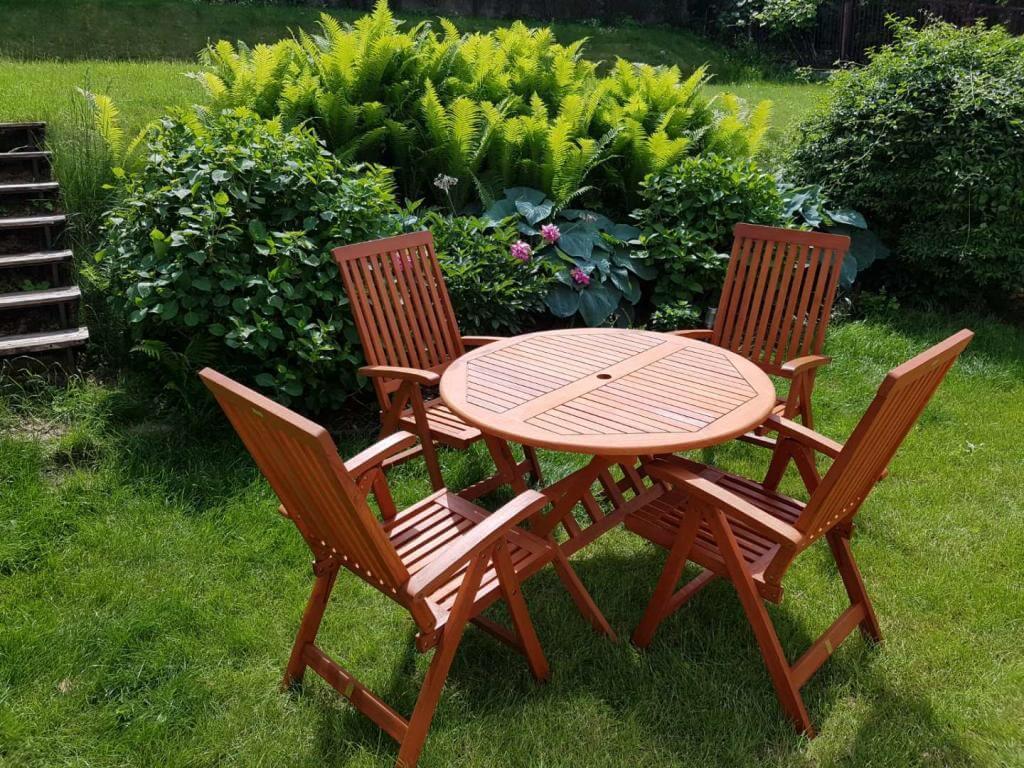 stol ogrodowy z krzeslami